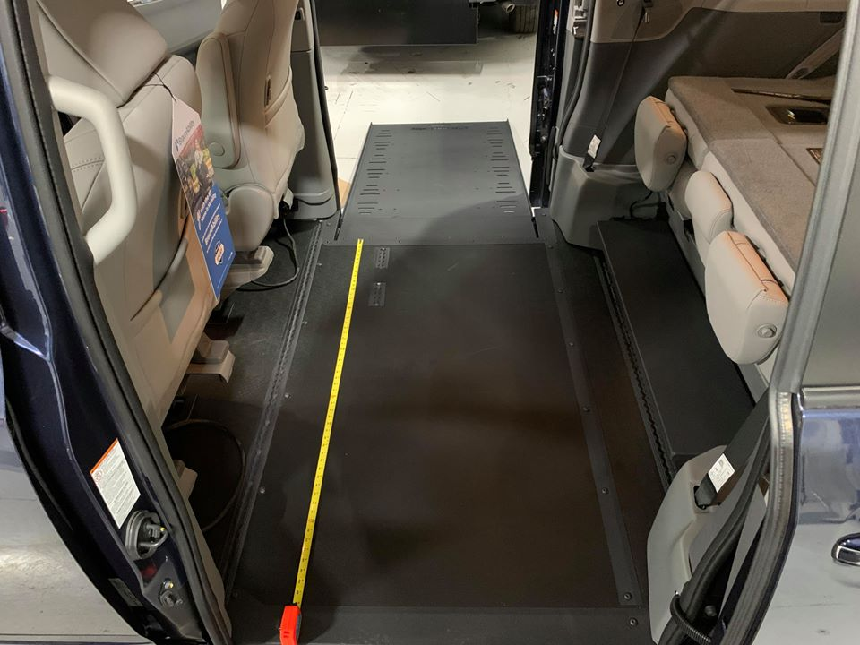 Space between ramp and other side of door of 2020 TOYOTA SIENNA XLE