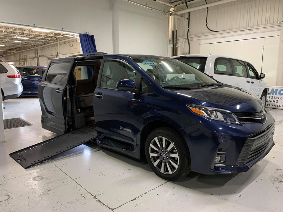 Exterior passenger side ramp out view of 2020 TOYOTA SIENNA XLE